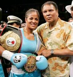 Boxing: Congrats to Laila Ali, Welcomes a Baby Girl! It's a girl for Laila Ali! George Foreman, Muhammad Ali, Boxe Fight, Like Father Like Daughter, Female Boxers, Boxing History, Float Like A Butterfly, Boxing Champions, Sport Icon