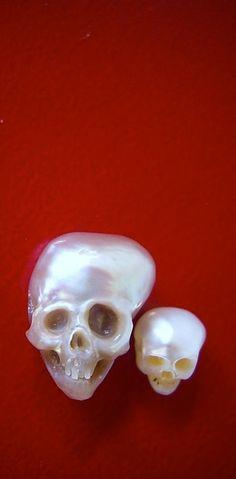 Rum For All - medicinals: carved pearls, Shinji Nakaba Memento Mori, Kitsch, Crystal Skull, Skull And Bones, Skull Art, Or Antique, Sugar Skull, Fascinator, Sculptures