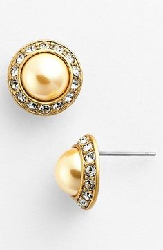 Jewelry Ideas  :    selma faux pearls / tory burch   https://greatmag.net/fashion/accessories/jewelry/jewelry-ideas-selma-faux-pearls-tory-burch/