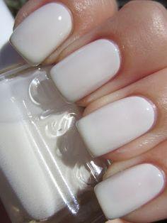 Color Malibu. Ron de coco Malibu. #white #blanco StyleJustEasier: White nail trend