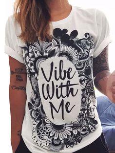 http://es.romwe.com/White-Letters-Print-Cuffed-T-shirt-p-155603-cat-669.html