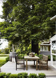 Table à manger en bois pour jardin