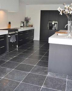 belgisch hardsteen vloer - Google zoeken Bread Kitchen, House Goals, Floor Design, Tile Patterns, Beautiful Kitchens, Future House, Tile Floor, Tiles, New Homes