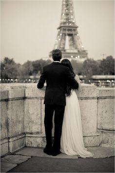 Para el compromiso una sesión de fotografía en Paris. Fotografía: Juliane Berry Photography