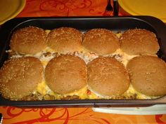 Cheesburger Auflauf - Rezept mit Bild The perfect Cheesburger casserole recipe with a picture and si Pampered Chef, Casserole Dishes, Casserole Recipes, Homemade Burgers, Good Food, Yummy Food, Delicious Meals, Hamburger Meat Recipes, Hamburger Casserole