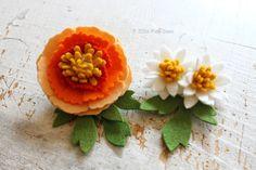 フェリシモ(株) クチュリエとPieniSieniがコラボ!フェルトお花のキットを企画開発させて頂きました。巻く、貼る、固めるなどの技法でお花を表現します。裁断が難しい部分のフェルトは型抜き済みになっています。工作気分で気軽に作る事が出来ます。こちらは「シャクヤク」のブローチです。felt flower brooch corsage by PieniSieni
