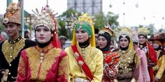 Custom dress from Aceh _ Sumatra