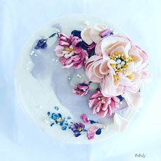 Buttercream Flowers, Floral Cake, Treat Yourself, Cake Decorating, Treats, Mom, Ethnic Recipes, Instagram, Sweet Like Candy
