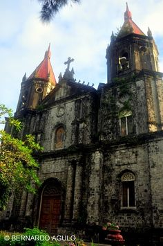 Discover the world through photos. Philippine Architecture, Architecture Old, Famous Buildings, Old Buildings, Iloilo City, Visayas, Building Photography, St Anne, Cathedral Church