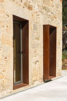 Image 19 of 47 from gallery of SH House / Paulo Martins. Photograph by ITS – Ivo Tavares Studio Design Exterior, Facade Design, Interior And Exterior, House Design, Entrance Design, Staircase Design, Window Detail, Corten Steel, Stone Houses