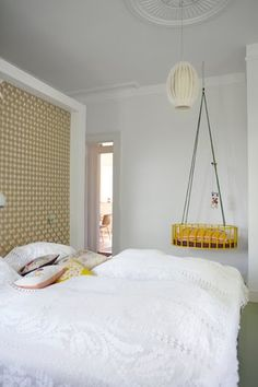 Parent's room with bed and crib: kml design insidehomepage vtwonen linternaute fri apartment therapy d.