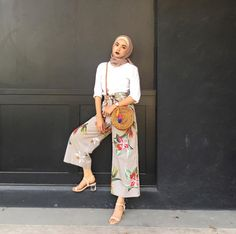 Trendy ideas for style hijab casual pantai Street Hijab Fashion, Muslim Fashion, Modest Fashion, Fashion Outfits, Modern Hijab Fashion, Modest Outfits, Classy Outfits, Casual Outfits, Simple Outfits