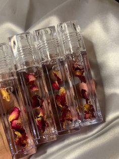 Lip oils with rose petals are available on website. Instagram: @galadobeauty Glitter Lip Gloss, Diy Lip Gloss, Lip Gloss Homemade, Homemade Body Spray, Gloss Labial, Lipgloss, Mac Lipsticks, Lip Oil, Glossy Lips