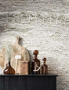 KARWEI | Creëer een natuurlijke look door te kiezen voor behang met een jute print. #vtwonen