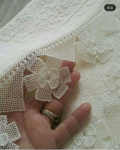 This Pin was discovered by Ayş Leaf Skeleton, Diy And Crafts, Arts And Crafts, Lace Runner, Serger Sewing, Needle Lace, Lace Collar, Beaded Embroidery, Jewelry Art