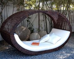 Outdoor-Lounge-Sonnenliege-Basis. Is this not the most awesome thing you've ever seen! Want!!