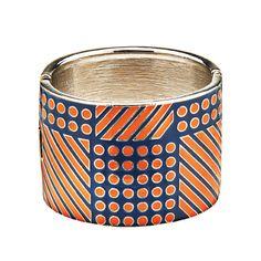 Bracelet en métal, de Banana Republic. Prix: 62$. Info: bananarepublic.com