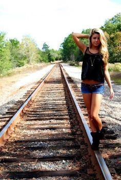 Senior picture #Traintracks