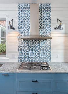 White and Blue Mosaic Cooktop Tiles - Transitional - Kitchen Blue Tile Backsplash Kitchen, Blue Kitchen Cabinets, Patterned Kitchen Tiles, Shaker Cabinets, Kitchen White, Blue Kitchen Designs, Light Blue Kitchens, Blue Mosaic Tile, Kitchen Interior