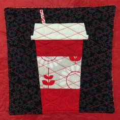 ❤️ quick gift for a friend's bday ❤️ pattern is from @sewichigo ❤️ #venti #starbucks #redcup #coffeelover #java #mugrug #sewmystash2015 #aurifil