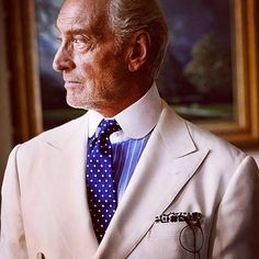 "Style has no age. 7thgent: ""#gameofthrones#pitti#pittiuomo#sartoria#bespoke#menswear#menstyle#style#ralphlauren#gq#moda#mensfashion#7thgent#sprezzatura#gentleman#fashion#suit#loafers#rakemagazine#whitesuit#80s#70s#highf..."