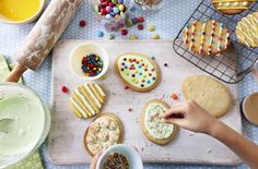 Simple recipe for pretty egg-shaped Easter biscuits. To decorate? Let your imagination run wild!