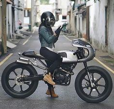 What a bike on a sweet ride in Malaysia ✌️ via Cafe Racer Girl, Cafe Racer Build, Lady Biker, Biker Girl, Chicks On Bikes, Cafe Bike, Motorcycle Clubs, Motorbike Girl, Culottes