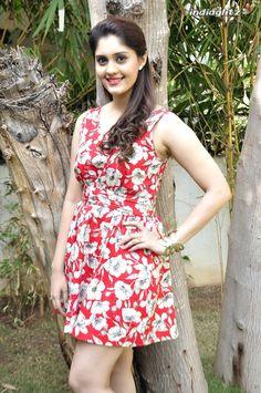 Indian Actress Images, South Indian Actress Hot, Tamil Actress Photos, Hindi Actress, Beautiful Girl Photo, Beautiful Girl Indian, Beautiful Indian Actress, Most Beautiful Bollywood Actress, Beautiful Actresses