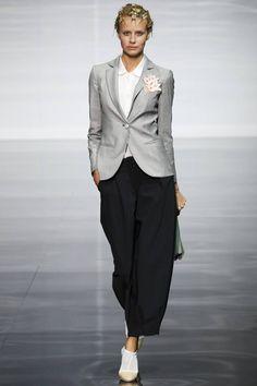 Emporio Armani Spring 2014 Ready-to-Wear Collection Photos - Vogue Fashion Week, Fashion 2020, Look Fashion, High Fashion, Fashion Show, Fashion Outfits, Womens Fashion, Fashion Design, Fashion Trends