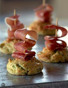 Mini-cakejes met courgette en rauwe ham uit Amuse Hapjes, Noemie André (Klik op de foto en kijk in het inkijkexemplaar voor het recept!)