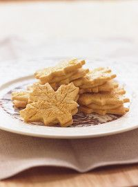 Ricardo Cuisine help you find the perfect cookie recipes. Delicious cookies recipes for you. Delicious Cookie Recipes, Yummy Cookies, Snack Recipes, Yummy Food, Fall Recipes, Vegan Recipes, Dessert Recipes, Maple Leaf Cookies, Maple Syrup Recipes