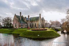 Kasteel Radboud in Medemblik Modern Buildings, Beautiful Buildings, Medieval Town, Day For Night, Where To Go, Netherlands, Lightroom, Street View, Crusaders