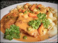 Bratislavské pliecko s cestovinami Pork Recipes, Cooking Recipes, Hungarian Recipes, Main Meals, No Cook Meals, Food And Drink, Yummy Food, Chicken, Dinner