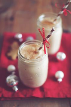 Day 4 Gingerbread Cookie Protein Shake recipe from Dashing Dish. Ingredients: cup low fat cottage cheese, cup vanilla or plain protein powder, tsp cinnamon, tsp ground ginger (or to . Juice Smoothie, Smoothie Drinks, Healthy Smoothies, Healthy Drinks, Smoothie Recipes, Healthy Shakes, Eat Healthy, Healthy Desserts, Healthy Living