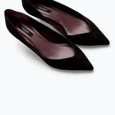 Kitten heel court shoe