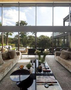 Architect Fernanda Marques has designed the Limantos Residence located in São Paulo, Brazil. Fernanda Marques gives the home a warm and welcoming feeling w Home Interior Design, Interior Architecture, Interior And Exterior, Brazil Houses, Salas Lounge, Glass Wall Design, My Dream Home, Living Room Designs, Brazil Brazil