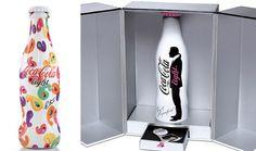 A Coca-cola já foi inspiração para diversos estilistas e artistas comoGianfranco Ferrè,Karl Lagerfeld,Nathalie Rykiel,Manolo Blahnik,Patricia Field. Veja algumas dessas interpretações da garrafa mais famosa do mundo.