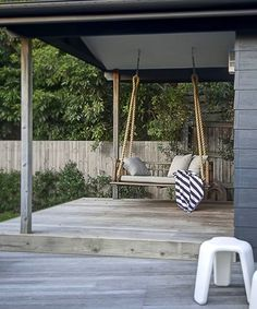 16 Seaside Stripe Decor Ideas for Outdoor Spaces