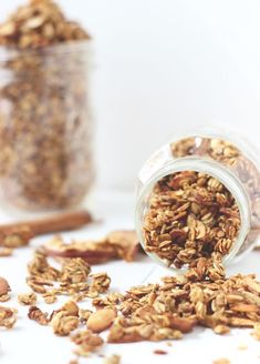 Start the fall with a granola packed with all the warm spices of the season! This apple spice granola is your seasonal friend for a heartier breakfast or snack. Brunch Recipes, Fall Recipes, Sweet Recipes, Whole Food Recipes, Snack Recipes, Cooking Recipes, Vegan Recipes, Sweet Breakfast, Breakfast Dishes