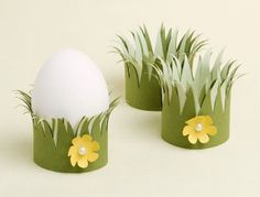 Some lovely grass to hold your Easter egg ?? This is such a simple and easy craft and looks so pretty. A few shades of green colored paper, safety scissors and a flower punch. Beautiful results !!