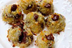 3 Ingredient Chocolate Chip Macaroons #superfoods #chocolatechips #macaroons
