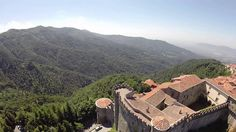 Castello Malaspina di Fosdinovo ripreso da un Drone - DJI F550 fonte drone tech