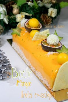 Recette buche de noel facile mousse exotique Recipe Christmas log mousse of exotic fruits with a mango insert. The biscuit is a coconut dacquoise. An easy Christmas log in the set Xmas Food, Christmas Desserts, Christmas Log, Christmas Recipes, Cake Recipes, Dessert Recipes, Delicious Desserts, Yummy Food, Log Cake
