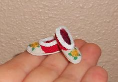 Natalia's Fine Needlework: TUTORIAL: How To Put #Dollhouse Miniature Slippers Together