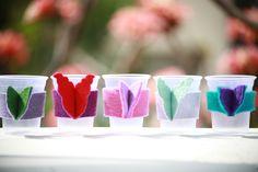 Copos de plástico ganham asas: maneira de evitar o desperdício com a confusão entre um e outro Party Themes, Diy And Crafts, Baby Shower, Tableware, How To Make, Inspiration, Jewelry, Alice, Parties