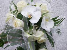 Bouquet de mariée rond structuré bordeaux/crème de l'album Art flo : Bouquet de mariée