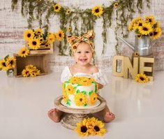 Sunflower theme birthday 🌻 - First Birthday Girl Sunflower Birthday Parties, Sunflower Party, 1st Birthday Party For Girls, Girl Birthday Themes, 1st Birthday Girl Party Ideas, Baby Girl Photography, Foto Baby, Baby Pictures, Baby Girl Photos