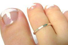 Sterling silver toe ring sterling toe ring por WatchMeWorld en Etsy, $9.00