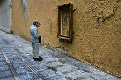 Cement Eclipses by Isaac Cordal http://restreet.altervista.org/gli-schiavi-del-cemento-di-isaac-crodal/