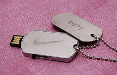 USB inside the hang tag (loaded with awesome powerwool content)? might be expensive. Gadgets And Gizmos, Cool Gadgets, Usb Drive, Usb Flash Drive, Military Fashion, Military Style, Nike Tech, Hang Tags, Accessories